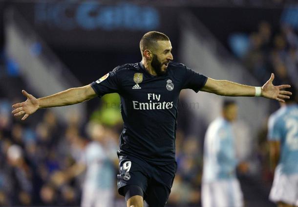 Benzema abre los brazos para festejar su primer gol I Foto: Real Madrid