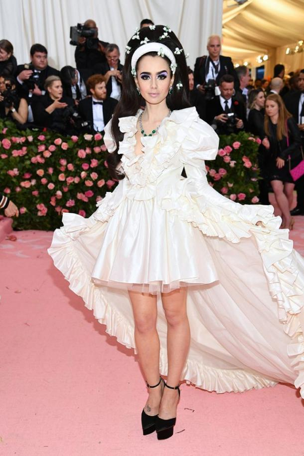 Lily Collins de Giambattista Valli en la MET Gala 2019 | Getty Images