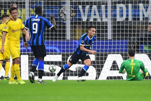 Lautaro indo comemorar seu recente gol (Foto: Rerodução/Uefa)