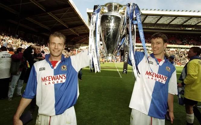 Alan Shearer celebrando su título de liga / Foto: Premier League