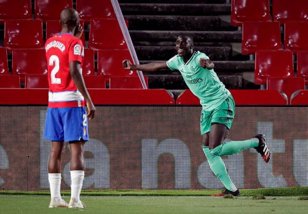 Mendy celebra su gol en Granada. Real Madrid