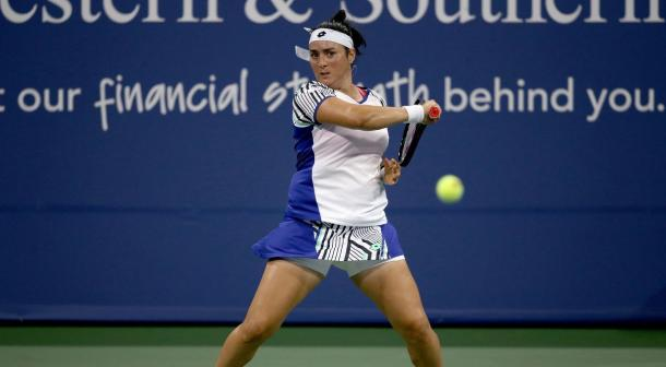 Jabeur hirs a forehand against Keys/Photo: Matthew Stockman/Getty Images