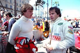 Didier Pironi y Gilles Villenauve charlan antes de un Gran Premio. Fuente: Red Bull.com