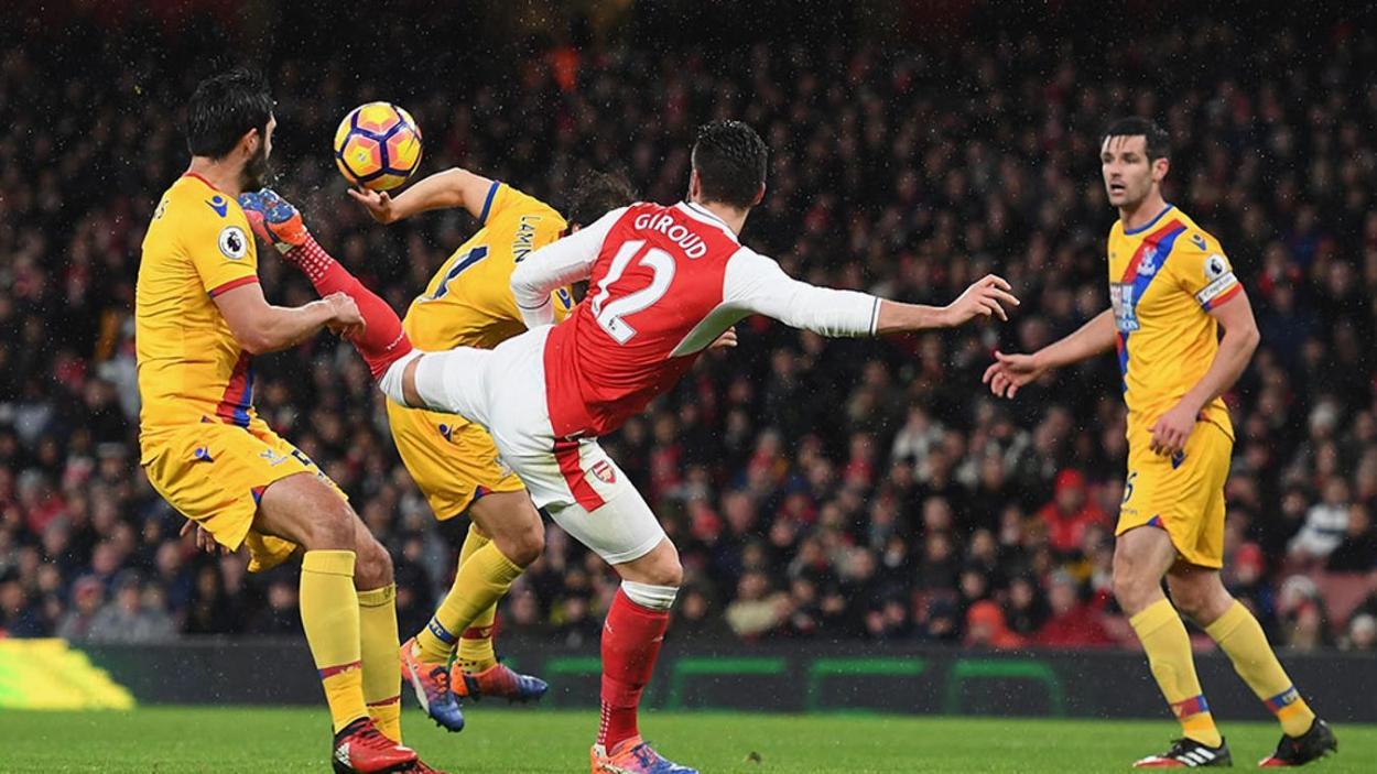 El gol de escorpión que anotó en 2017 ganó el Premio Puskás de la FIFA a Mejor Gol del Año / Foto: Premier League