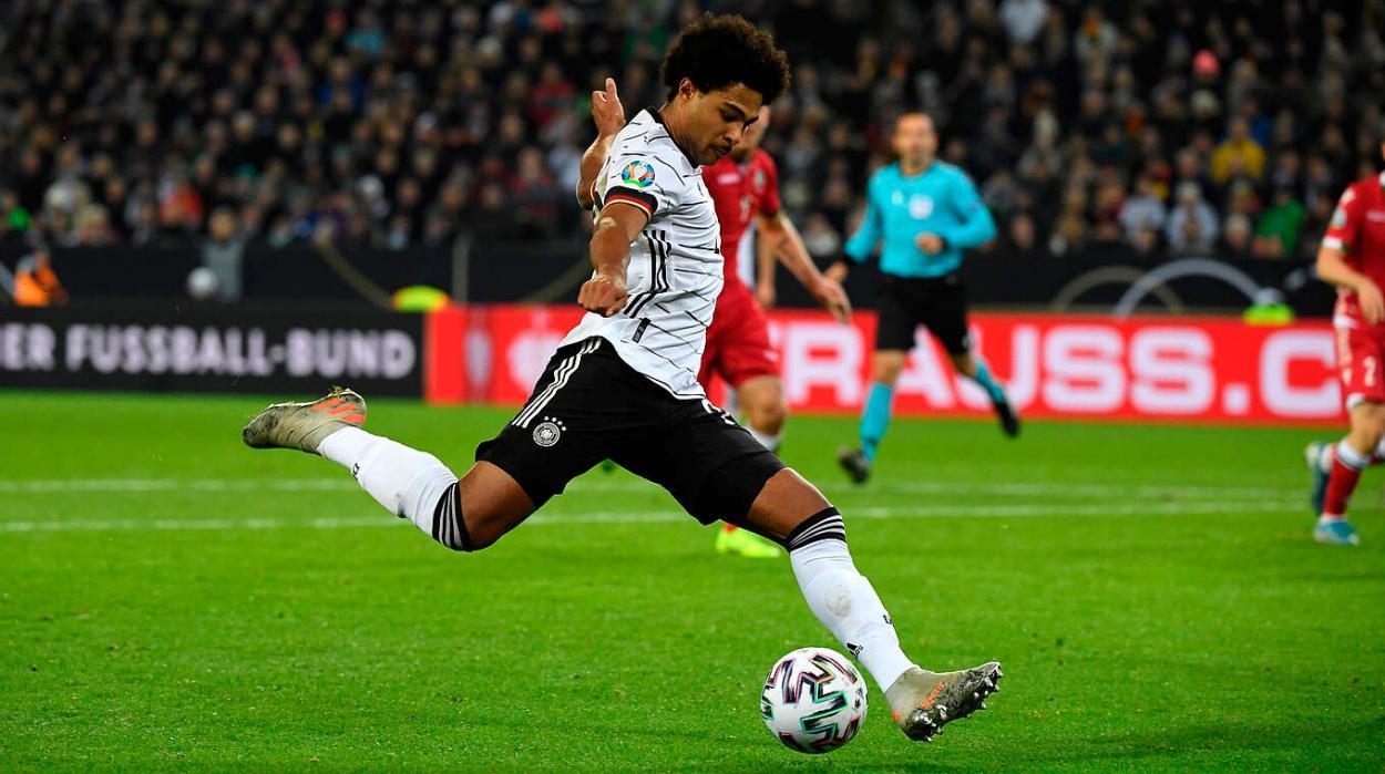 Gnabry jugando un partido con Alemania. FUENTE: DFB