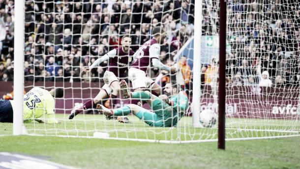 Grabban anotó la igualdad. Foto: Aston Villa.