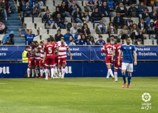 Los jugadores del Granada celebran el gol de Fede Vico ante las cámaras.   Imagen: La Liga
