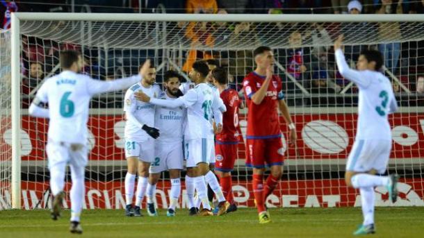 Isco celebra el segundo gol con los compañeros | Foto: LaLiga.es