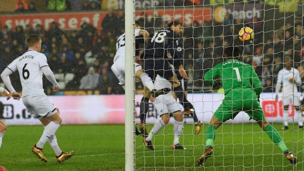Llorente anotó el tanto que abrió el marcador | Fotografía: Premier League