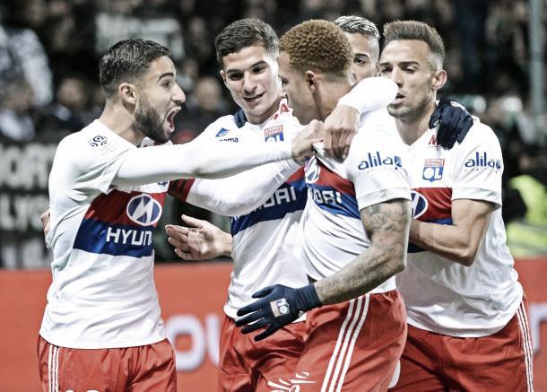 Los jugadores del Lyon festejan el gol. Foto: twitter.com/OL