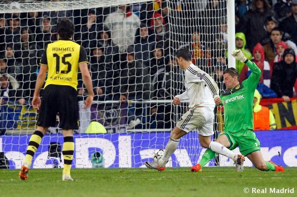Ronaldo bate a Weidenfeller en la eliminatoria de 2014 | Realmadrid.com