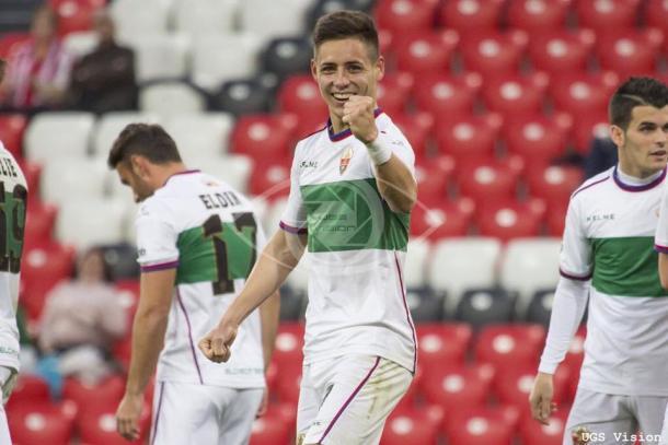 Álex Moreno celebrando su gol ante el Bilbao Athletic   Fotografía: @alexmoreno