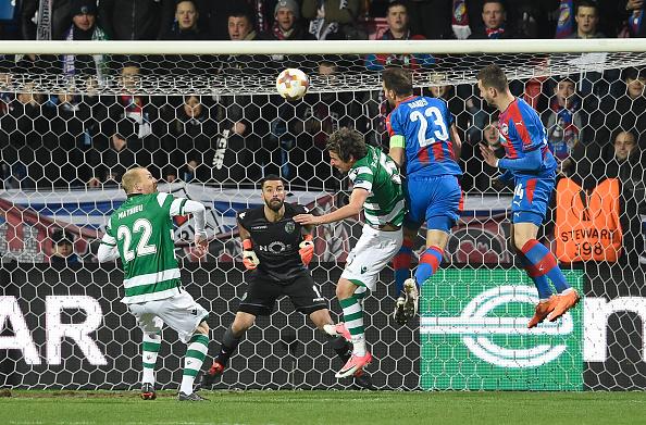 Gol solitário de Bakoš deixou o Plzen em vantagem (Foto: Michel Cizak/AFP/Getty Images)
