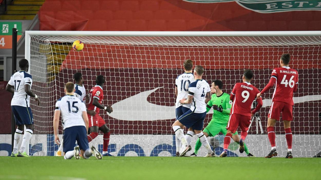 Gol de Roberto Firmino ante el Tottenham. Foto: Premier League