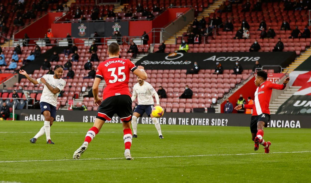 El remate de Sterling que puso en ventaja al City / Foto: Premier League
