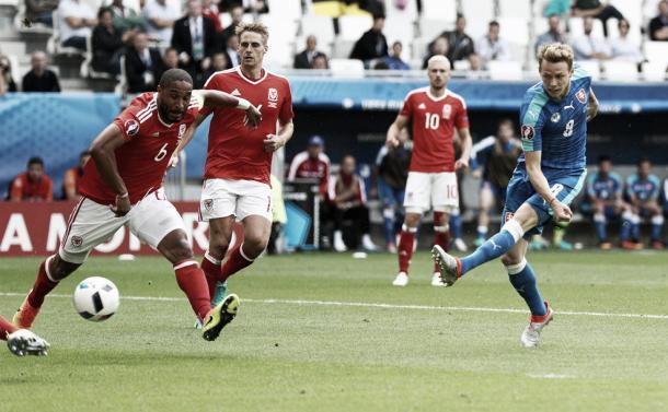 Así remató Duda para empatar el encuentro nada más entrar al terreno de juego. Foto: Uefa.com.