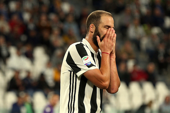 Higuaín não vai às redes há três jogos: Barcelona, Sassuolo e Fiorentina (Foto: Gabriele Maltinti/Getty Images)