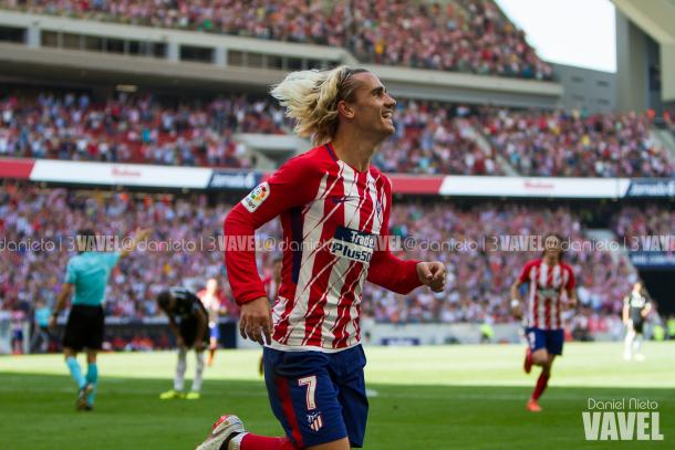 Antoine Griezmann celebrando un gol en el partido Atleti - Sevilla | Foto: Daniel Nieto (VAVEL)