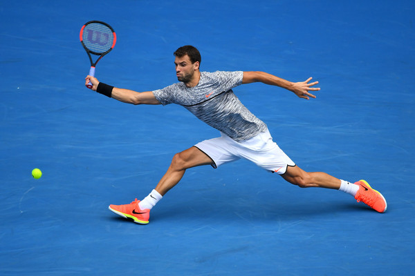 Grigor Dimitrov hits a defensive slice forehand during his fourth-round match against Denis Istomin at the 2017 Australian Open. | Photo: Quinn Rooney/Getty Images