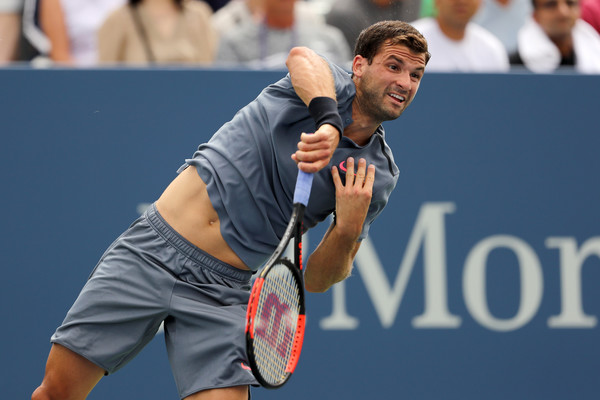 Grigor Dimitrov serves during the match | Photo: Elsa/Getty Images North America