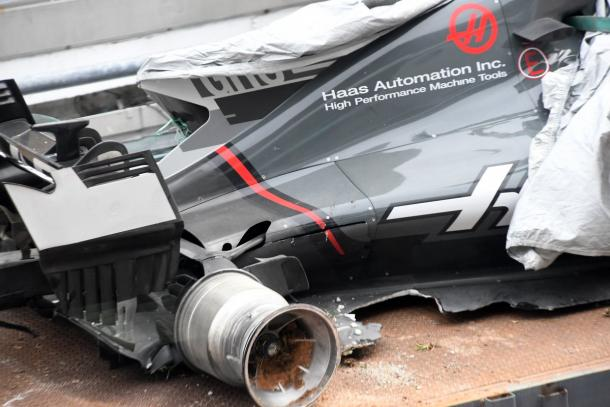 El monoplaza de Romain Grosjean tras el accidente. Fuente: @HaasF1Team