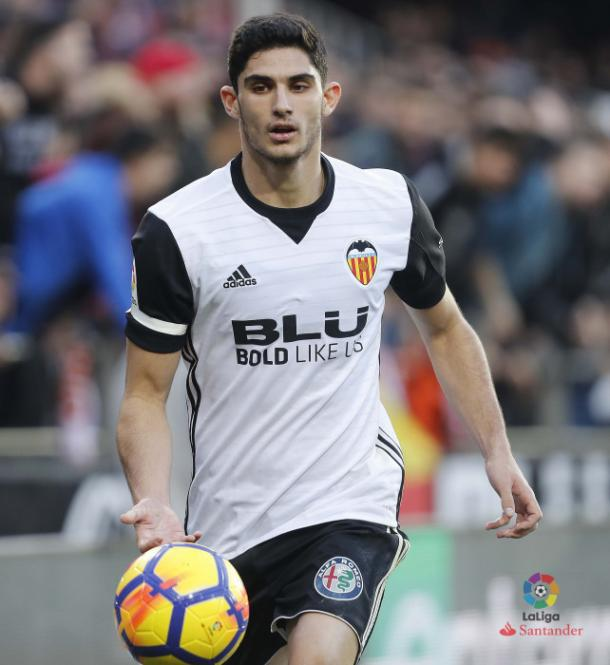 Gonçalo Guedes puede ser una amenaza para los laterales del Girona   Fotografía: La Liga