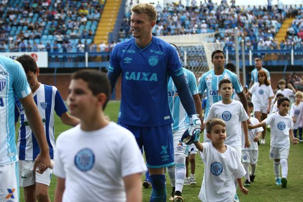 Goleiro Douglas foi um dos destaques do Leão no Brasileiro 2017 (Foto: Jamira Furlani/Avaí FC)