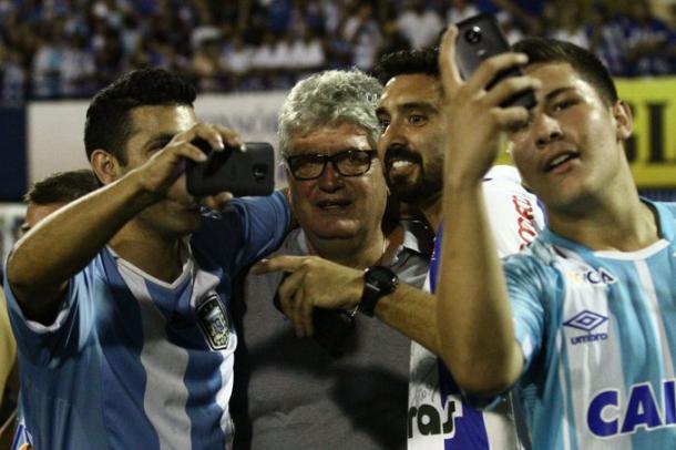 Geninho já tem mais de 100 jogos no comando do Avaí (Foto: Frederico Tadeu/AvaÍ FC)