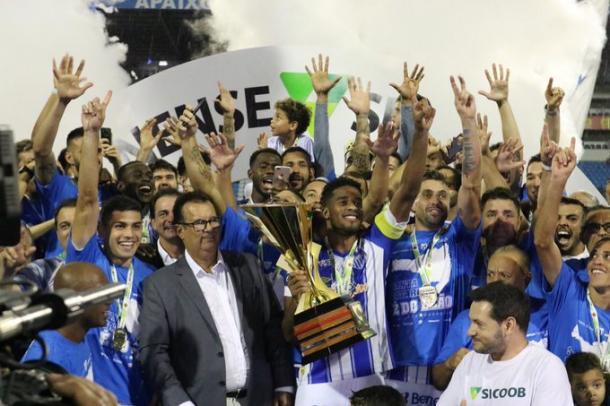 Betão levantou o 17º Catarinense do Avaí (Foto: Frederico Tadeu/Avaí FC)