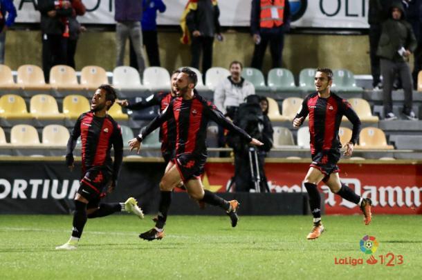 Gus Ledes celebrando su último gol con el Reus con sus compañeros, entre otros, Àlex Carbonell | Foto: La Liga 1|2|3