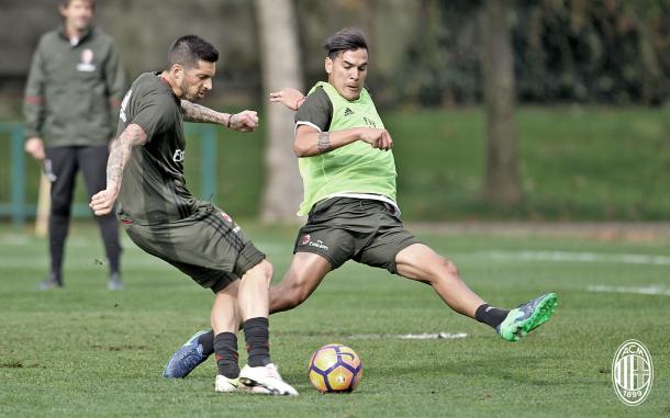 Gomez contrasta Sosa in allenamento, acmilan.com