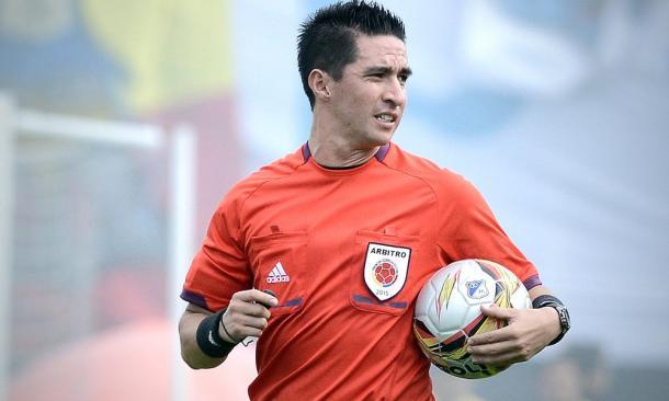 Harold Perilla es el árbitro de este partido | Foto: Futbolete.com