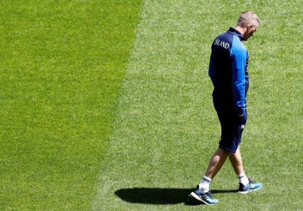 Hallgrímsson pensativo durante el entrenamiento | Foto: EFE.