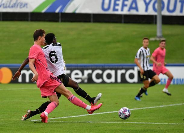 Latasa se apuntó el 1-3 gracias a una galopada por el costado diestro que no pudo contener Gozzi | Fuente: www.realmadrid.com
