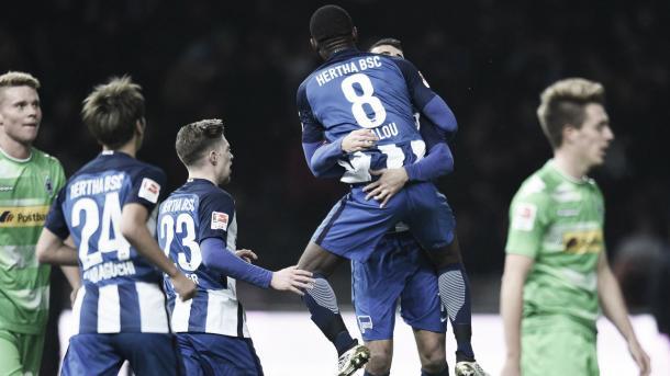 Salomon Kalou celebra uno de los tres goles que le marcó al Gladbach en el último partido en casa del Hertha | Fuente: Hertha Berlin
