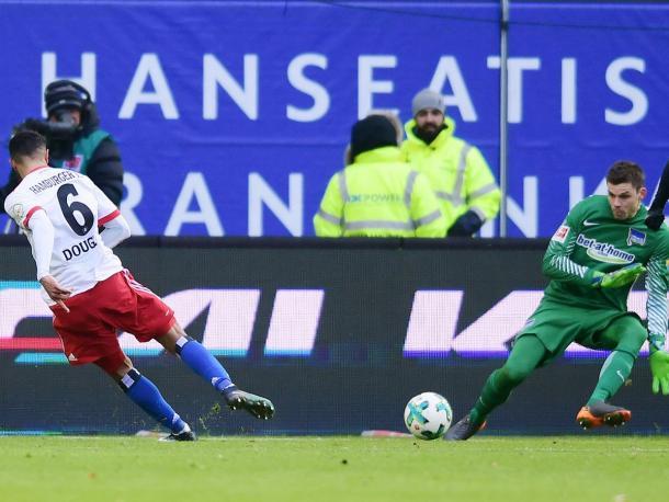 Brasileiro deu esperanças para o HSV no primeiro tempo (Foto: Divulgação/Hamburger SV)