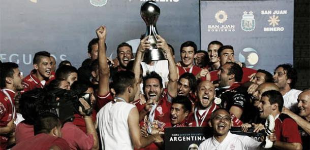 Domínguez y sus jugadores quieren seguir de festejo