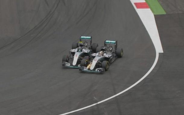 Momento de la polémica maniobra que le dio la victoria a Hamilton. Fuente: Formula 1
