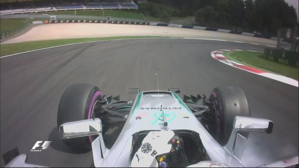 Hamilton errou em sua primeira volta do Q3, mas mesmo assim fez o primeiro tempo (Foto: Divulgação/F1)