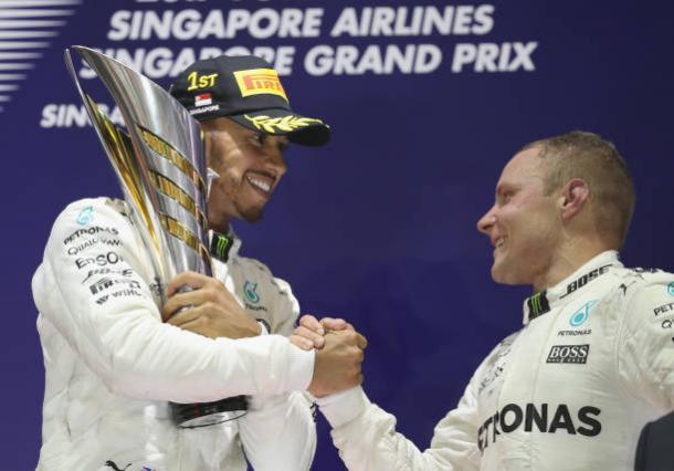 A Mercedes não esperava um bom desempenho em Cingapura, mas teve Hamilton em 1º e Bottas em 3º (Foto: Mark Thompson/Getty Images)