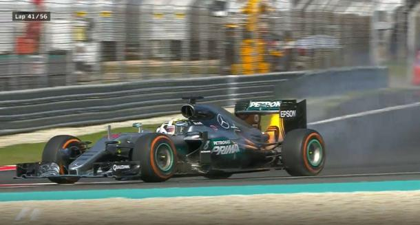 O motor de Hamilton quebrou na 41ª volta e mudou a corrida (Foto: Divulgação/F1)