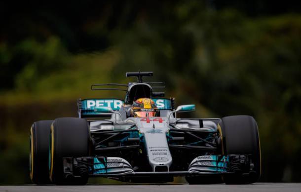 Hamilton foi o segundo e aumentou a vantagem na liderança do campeonato (Foto: Lars Baron/Getty Images)