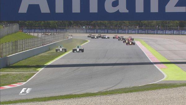 Mais uma do acidente entre Hamilton e Rosberg, que tirou os dois da prova na primeira volta (Foto: Divulgação/F1)