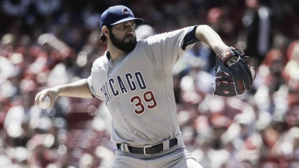 Chicago Cubs starting pitcher Jason Hammel throws in the first inning of a baseball game against the Cincinnati Reds, Sunday, April 24, 2016, in Cincinnati. (AP Photo/John Minchillo)