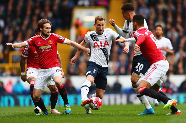 Harry Kane goes up against Daley Blind | Photo: Clive Rose/Getty Images