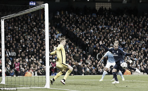Above: Joe Hart saves from Pepe's close-range effort in Real Madrid's 0-0 draw with Manchester City | Photo: Reuters