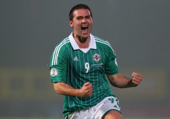 David Healy celebra su histórico gol 35 con Irlanda del Norte   Fotografía: Getty Images