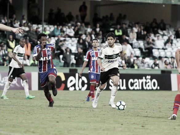 Henrique Almeida perdeu a chance de abrir o placar no final do primeiro tempo (Foto: Coritiba FC)
