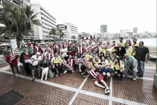 Aficionados de Las Palmas y Athletic, en Las Canteras | Fotografía: Quique Curbelo / La Provincia