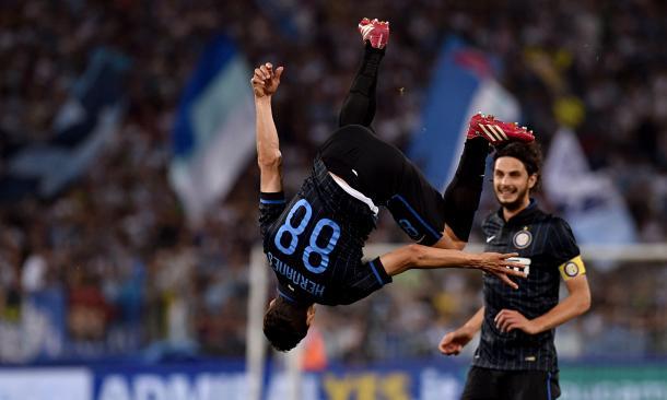 La capriola di Hernanes, protagonista dell'ultimo Lazio - Inter disputato in Serie A. Fonte: dailymail.
